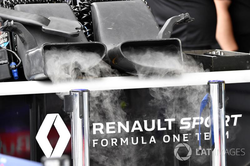Renault Sport F1 Team dry ice