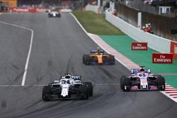 Lance Stroll, Williams FW41, Esteban Ocon, Force India VJM11