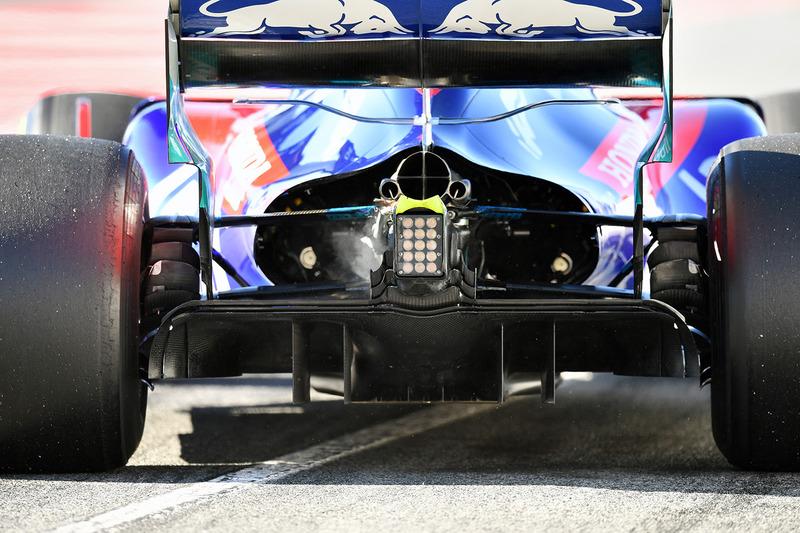 Toro Rosso STR13: T-Flügel