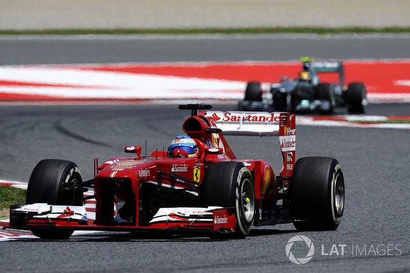 GP da Espanha 2013 – A última vitória de Alonso (há exatas 100 corridas) ocorreu em casa há cinco anos. Ainda naquele ano, pela falta de desempenho da Ferrari, sua relação com o time seria dificultada.