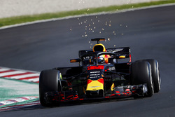 Max Verstappen, Red Bull Racing RB14, strikes up sparks