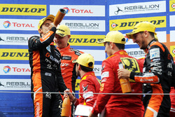 Podium : les vainqueurs #26 G-Drive Racing Oreca 07 - Gibson: Roman Rusinov