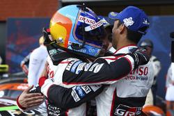 Переможці гонки Фернандо Алонсо, Себастьян Буемі та Казукі Накадзіма, Toyota Gazoo Racing