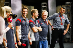 Romain Grosjean, Haas F1 Team, Kevin Magnussen, Haas F1 Team, Gene Haas, Team Owner, Haas F1 Team, Guenther Steiner, Team Principal, Haas F1 Team, on the F1 stage