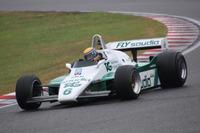 ロベルト・モレノがドライブするウイリアムズFW08