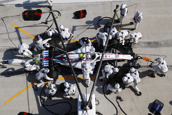 Sergey Sirotkin, Williams FW41 Mercedes, effettua un pit stop