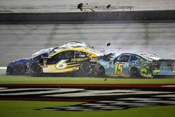 Crash: Trevor Bayne, Roush Fenway Racing, Ford Fusion Performance Plus and Trevor Bayne, Roush Fenway Racing, Ford Fusion Performance Plus