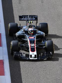 Antonio Giovinazzi, Haas F1 Team VF-17 with halo