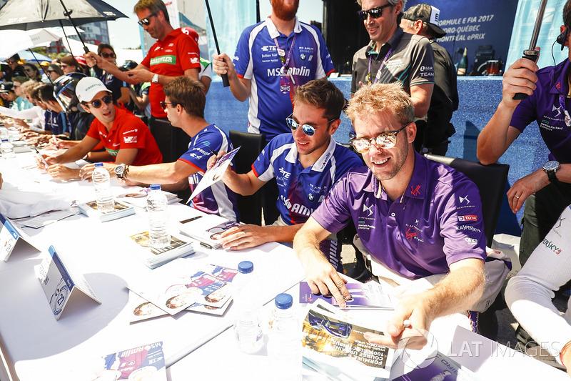 Sam Bird, DS Virgin Racing, and Robin Frijns, Amlin Andretti Formula E Team, sign autographs for fan