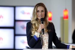 Eve Scheer, Moderatorin