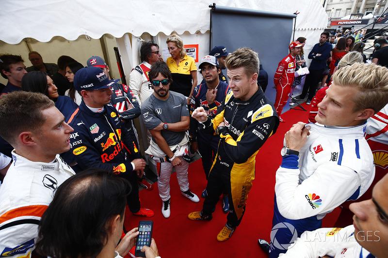 Стоффель Вандорн (McLaren), Макс Ферстаппен (Red Bull), Фернандо Алонсо (McLaren), Карлос Сайнс-мол.