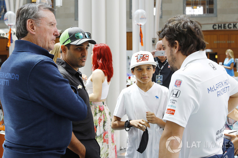 Johnny Rutherford, Juan Pablo Montoya, Team Penske Chevrolet, Fernando Alonso, Andretti Autosport Ho