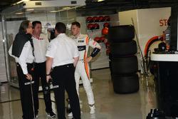 Руководитель компании TAG Мансур Ойех, исполнительный директор McLaren Зак Браун, гонщик Стоффель Ва