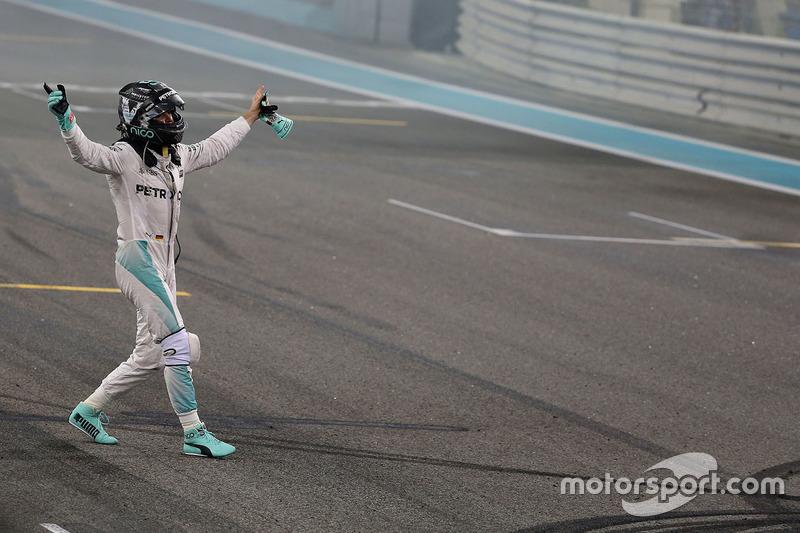2. Nico Rosberg, Mercedes AMG F1 feiert seine WM-Titel nach dem Rennen