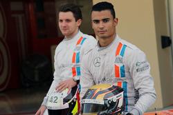 Pascal Wehrlein, Manor Racing and Jordan King, Manor Racing pilotod de desarrollo en una fotografía