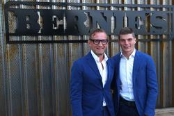 Bernhard van Oranje, mede-eigenaar Circuit Zandvoort, met Max Verstappen, Red Bull Racing, voor het nieuwe restaurant Bernie's