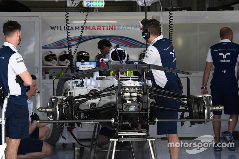 Suasana garasi Williams