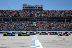 Start: Ricky Stenhouse Jr., Roush Fenway Racing Ford lider