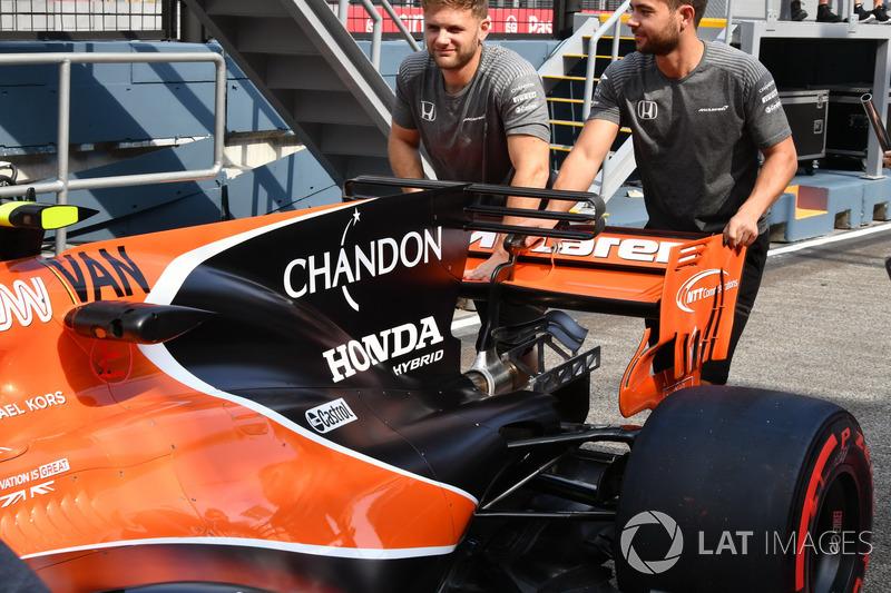McLaren MCL32: Motorhauben-Finne mit T-Flügel