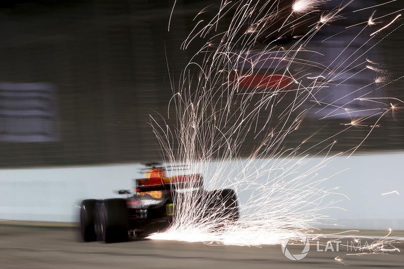 1. Chispas de la parte trasera del Red Bull de Daniel Ricciardo