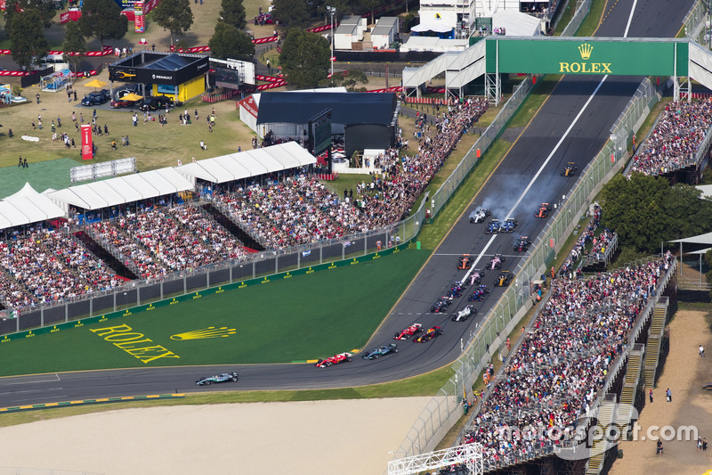 Lewis Hamilton, Mercedes AMG F1 W08, leads Sebastian Vettel, Ferrari SF70H, Valtteri Bottas, Mercedes AMG F1 W08, Kimi Raikkonen, Ferrari SF70H, Max Verstappen, Red Bull Racing RB13, and the rest of the field at the start