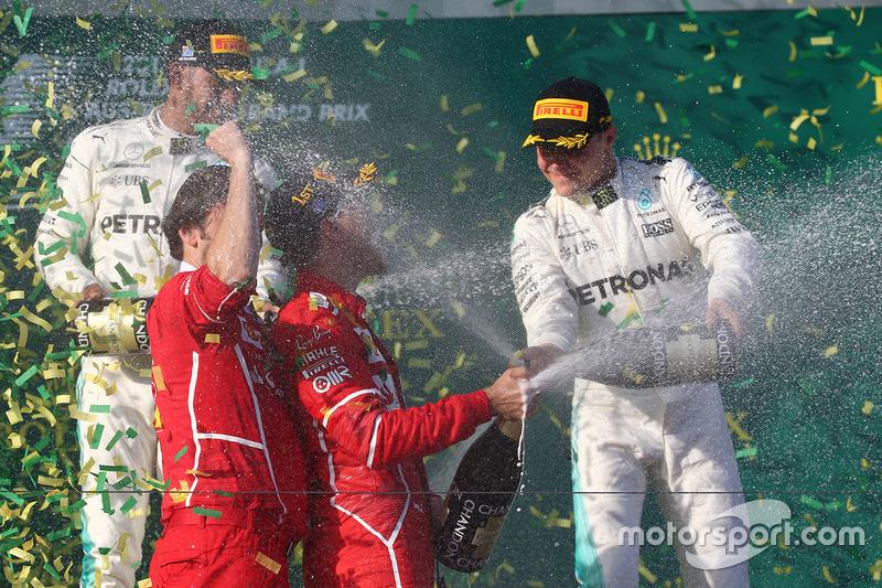 Подіум: переможець гонки Себастьян Феттель, Ferrari, друге місце Льюїс Хемілтон, Mercedes AMG F1, третє місце Валттері Боттас, Mercedes AMG F1