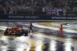 Max Verstappen, Red Bull Racing RB13 et Kimi Raikkonen, Ferrari SF70H s'accidentent au départ
