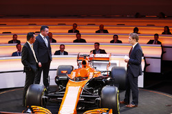 Yusuke Hasegawa, Senior Managing Officer, Honda, Eric Boullier, Racing Director, McLaren, and presenter Simon Lazenby stand on stage next to the MCL32