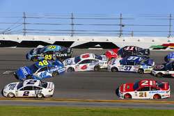 Jimmie Johnson, Hendrick Motorsports Chevrolet, Trevor Bayne, Roush Fenway Racing Ford and Chris Buescher, JTG Daugherty Racing Chevrolet crash