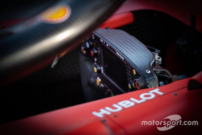 Ferrari SF90, detalhe do volante