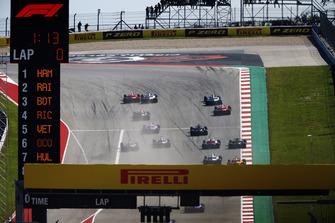 Kimi Raikkonen, Ferrari SF71H, battles with Lewis Hamilton, Mercedes AMG F1 W09 EQ Power+, at the start of the race