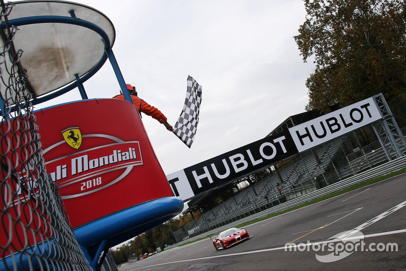 Bandiera a scacchi, #321 Ferrari 488, Scuderia Corsa - Ferrari of Beverly Hills: Thomas Tippl