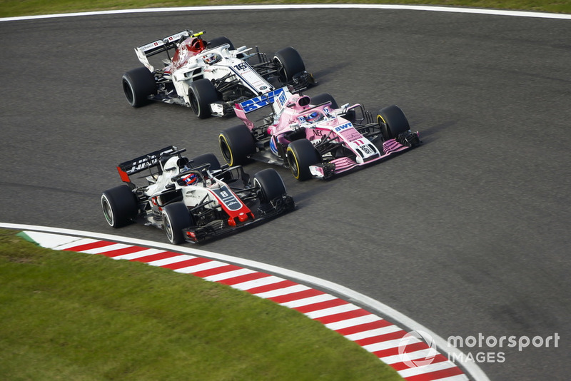 Romain Grosjean, Haas F1 Team VF-18, bataille avec Sergio Perez, Racing Point Force India VJM11 et Charles Leclerc, Sauber C37