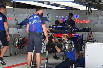 Автомобиль Scuderia Toro Rosso STR13