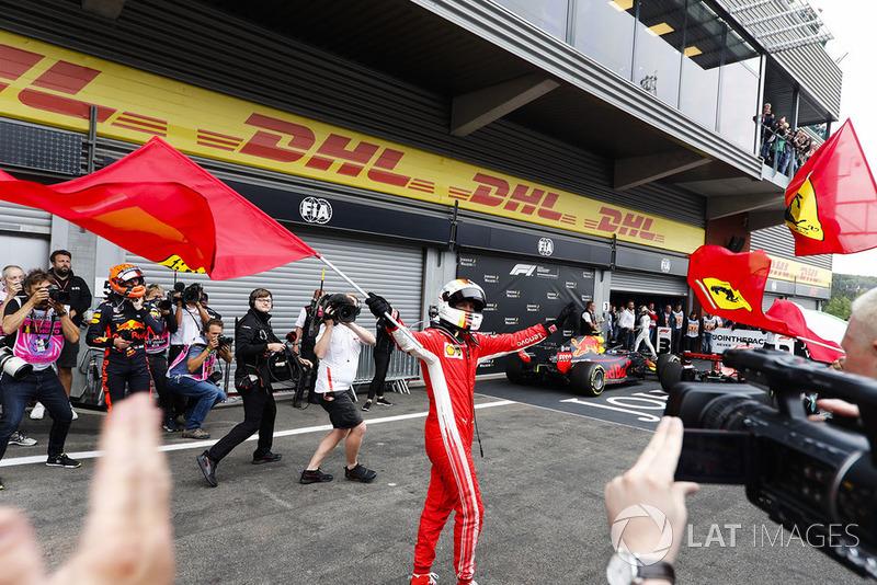 Sebastian Vettel, Ferrari,y Max Verstappen, Red Bull Racing