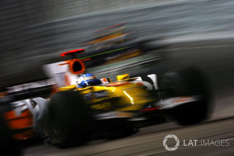 Но в квалификации Алонсо ждала сокрушительная неудача – из-за поломки топливной системы Фернандо пришлось припарковать свой R28 на обочине в начале второго сегмента. 15-е место на решетке выглядело приговором для неплохо начавшегося этапа