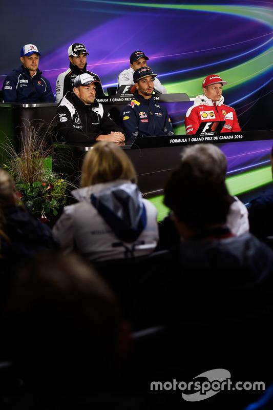 FIA-Pressekonferenz: Marcus Ericsson, Sauber F1 Team; Sergio Perez, Sahara Force India F1; Felipe Massa, Williams; Jenson Button, McLaren; Daniel Ricciardo, Red Bull Racing; Kimi Räikkönen, Ferrari
