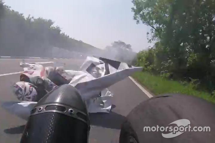 Crash im Superstock-Rennen auf der Isle of Man: Jamie Cowton