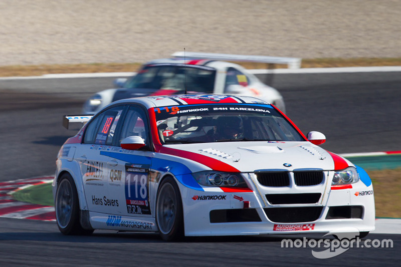 #118 MDM Motorsport BMW 320D: Mark Bus, Simon Knap, Rob Severs, Bas van de Ven