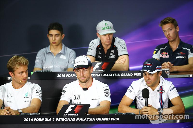 FIA Pressekonferenz (von hinten (L nach R)): Esteban Ocon, Manor Racing; Nico Hülkenberg, Sahara For