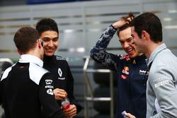 Stoffel Vandoorne, McLaren piloto de prueba y de reserva, Esteban Ocon, piloto de pruebas de Renault