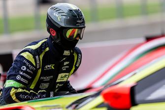 Aston Martin Racing mecánico en el trabajo