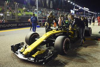 Carlos Sainz Jr., Renault Sport F1 Team R.S. 18 on the grid