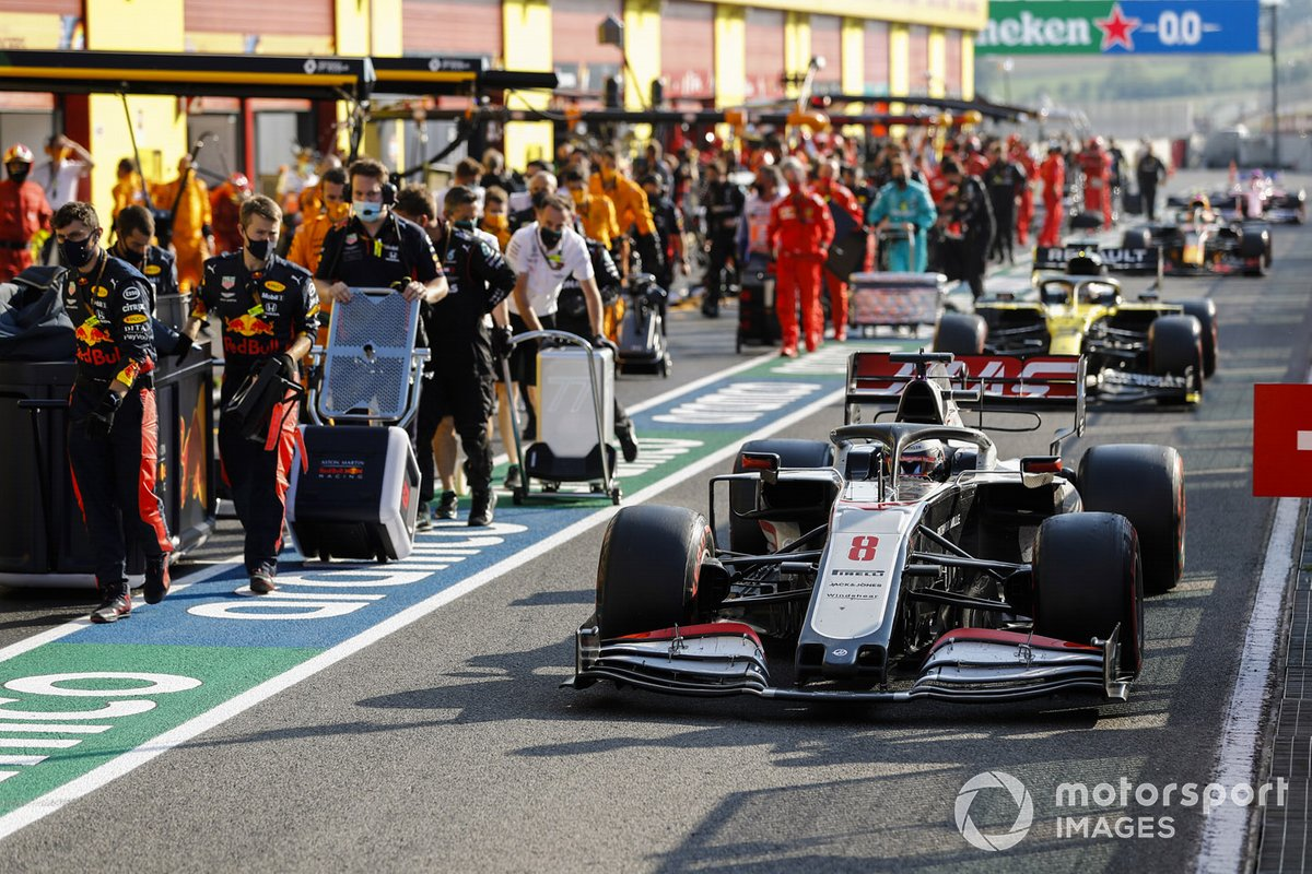 Romain Grosjean, Haas VF-20, and Daniel Ricciardo, Renault F1 Team R.S.20, leave the pits for the restart