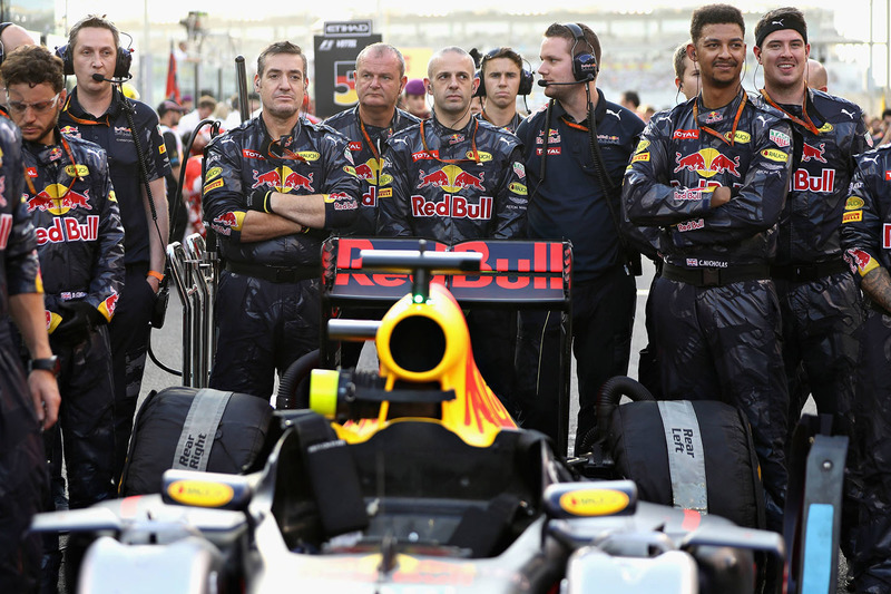 Mecánicos de Red Bull Racing en la parrilla