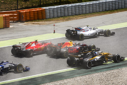 Felipe Massa, Williams FW40, Kimi Raikkonen, Ferrari SF70H, Max Verstappen, Red Bull Racing RB13, Jolyon Palmer, Renault Sport F1 Team RS17, au départ de la course