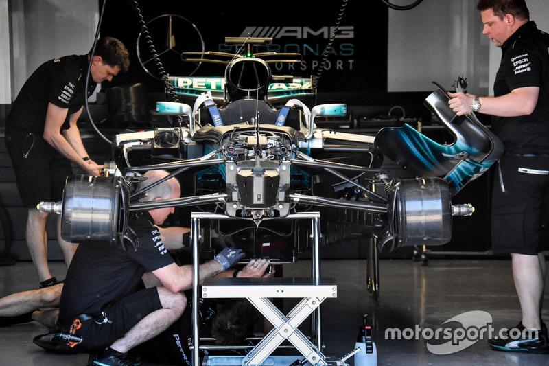 Mercedes AMG F1 W08, avantreno: sospensione anteriore e cestelli dei freni chiusi