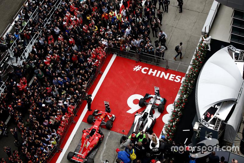 Gran Premio de China: los organizadores de la carrera recalcaron que era el gran premio 958 en la historia de la F1 con una inscripción bajo el podio.