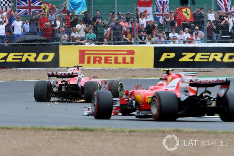 Sebastian Vettel, Ferrari SF70H, con un pinchazo y Kimi Raikkonen, Ferrari SF70H