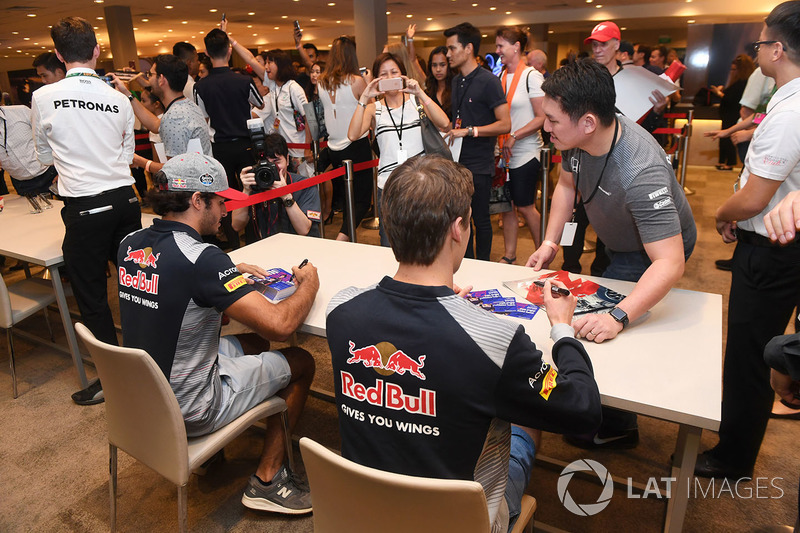 Carlos Sainz Jr., Scuderia Toro Rosso and Daniil Kvyat, Scuderia Toro Rosso sign autographs for the fans